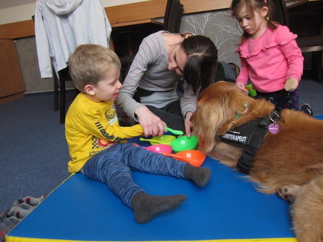 Zvierací terapeuti pre Adamka