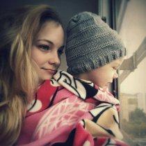 Dievčatko, ktoré chce vidieť svet nielen cez okno...