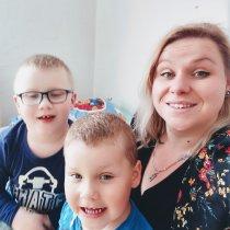 Vladimíra a jej deti si budujú domov