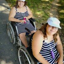 Pomôžme dvojičkám, aby chodili